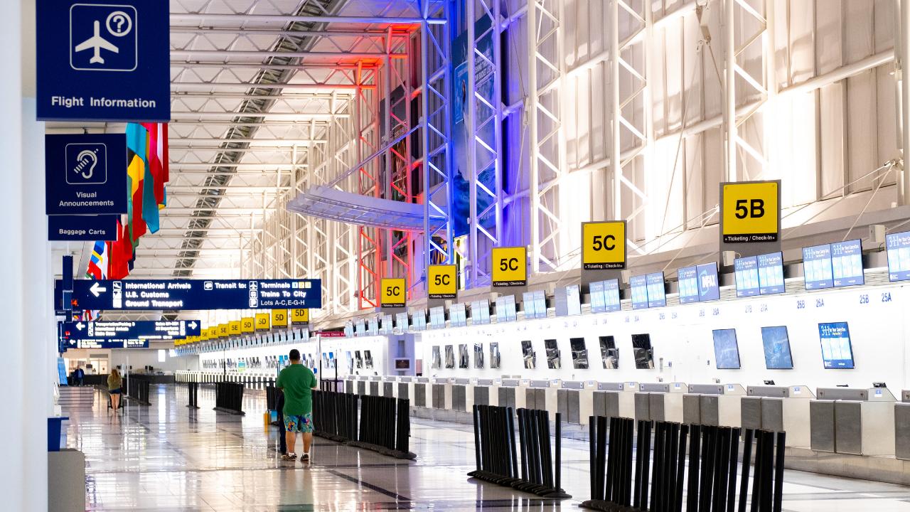 Transportul și Turismul - Domenii Esențiale în Economia UE